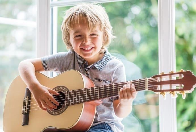 Kindergitarre kaufen hero