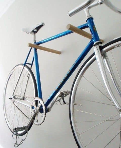 15 ideen wie du eine fahrrad wandhalterung selber bauen. Black Bedroom Furniture Sets. Home Design Ideas
