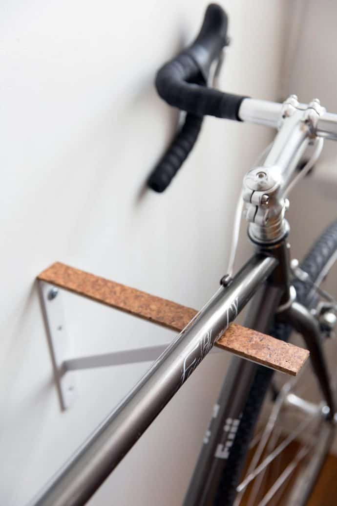 16 ideen wie du eine fahrrad wandhalterung selber bauen. Black Bedroom Furniture Sets. Home Design Ideas